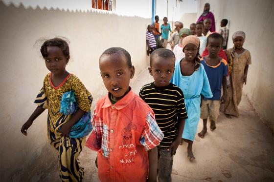 Bambini alla scuola del campo di Halabooqad